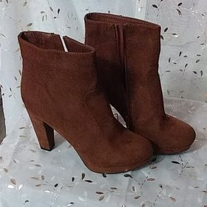 Mossimo tan suede boots
